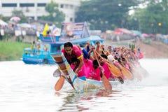 Traditionelles langes Ruderwettkampffestival Langsuan, Thailand stockbilder