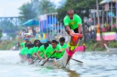 Traditionelles langes Ruderwettkampffestival Langsuan, Thailand stockfotos