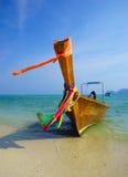 Traditionelles longtail Boot auf Koh Phi Phi Leh Island, Krabi, thailändisch stockbilder