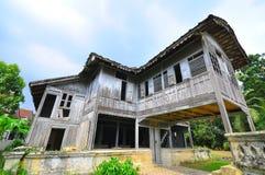Traditionelles malaysisches Holzhaus lizenzfreies stockfoto