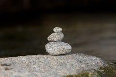 Traditionelles Meditationszen-Steindesign Stockfotografie