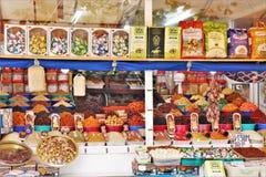Traditionelles Nahrungsmittelstraßenmarkt verfasst durch viele Stände lizenzfreies stockfoto