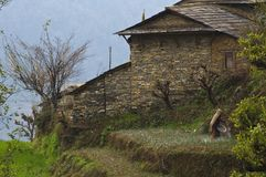 Traditionelles nepalesisches Dorf Trekking zu niedrigem Lager Annapurna lizenzfreie stockfotografie
