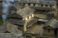 Traditionelles nepalesisches Dorf Trekking zu niedrigem Lager Annapurna lizenzfreie stockfotos