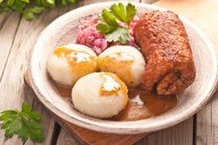 Traditionelles Polnisches, schlesischer Teller Fleischroulade mit Kartoffeldump Stockbild