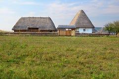 Traditionelles rumänisches Dorf lizenzfreie stockbilder
