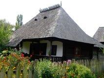 Traditionelles rumänisches Haus Stockbild