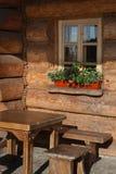 Traditionelles russisches hölzernes Haus Stockbild