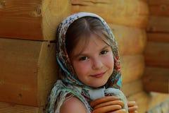 Traditionelles russisches kleines Mädchen stockfoto
