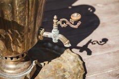 Traditionelles russisches Samowardetail, Nahaufnahmefoto Lizenzfreie Stockfotografie