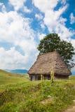 Traditionelles rustikales Haus in den Apuseni Bergen lizenzfreie stockfotografie