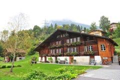 Traditionelles Schweizer Haus des 18. Jahrhunderts in Interlaken, Stockfotografie