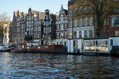 Traditionelles sich hin- und herbewegendes Bootshaus in Amsterdam-Kan?len, die Niederlande, am 13. Oktober 2017 lizenzfreie stockfotografie