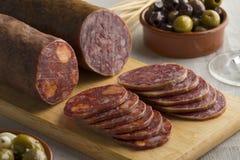 Traditionelles Stück von Wurst und von Chorizo Spanisch Salchichon stockfoto