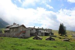 Traditionelles Steinhaus in der Talsohle von Italien Stockbild