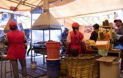 Traditionelles Straßenlebensmittel in Bolivien Stockfotos