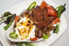 Traditionelles türkisches Lebensmittel - Iskender-kebap Lizenzfreie Stockfotos