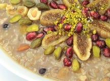 Traditionelles türkisches süßes Ashura (Noahs Pudding) lizenzfreies stockfoto