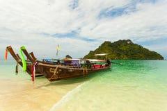 Traditionelles thailändisches Boot des langen Schwanzes mit Lizenzfreie Stockfotos