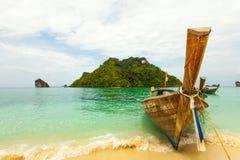 Traditionelles thailändisches Boot des langen Schwanzes mit Lizenzfreie Stockfotografie