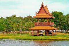 Traditionelles thailändisches hölzernes Haus. Stockfoto