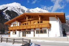 Traditionelles Tirol-Haus Lizenzfreie Stockfotos