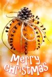 Traditionelles tschechisches Weihnachten - Dekoration - Orange verziert mit Nelken Lizenzfreies Stockbild