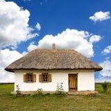 Traditionelles ukrainisches landwirtschaftliches Haus Lizenzfreie Stockfotografie