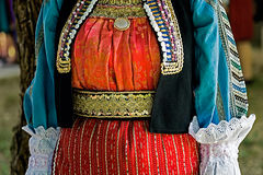 Traditionelles ukrainisches Volkskostüm für Frauen Stockbild
