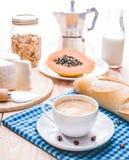 Traditionelles und gesundes Frühstück mit Espressokaffee Stockbilder