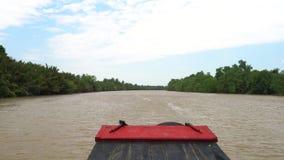 Traditionelles vietnamesisches Bootssegeln POV auf dem Mekong im der Mekong-Delta, Vietnam stock footage