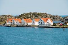 Traditionelles Weiß malte Häuschen an der Küste in Skudeneshavn, Norwegen Lizenzfreies Stockbild