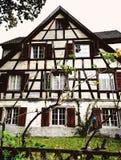 Traditionellt österrikiskt landshus Royaltyfria Bilder