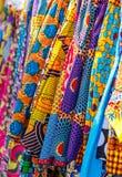 Traditionellt afrikanskt tyg i många modeller royaltyfria foton