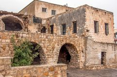 Traditionellt antikt stenhus, slott arkivfoton