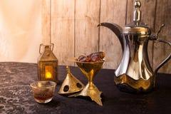 Traditionellt arabiskt kaffetema royaltyfri fotografi