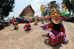 Traditionellt av Phi Khon Nam Festival i Thailand Royaltyfria Bilder