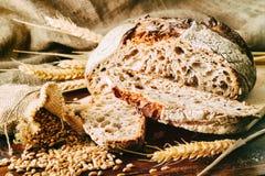 traditionellt bakat bröd nytt royaltyfri foto