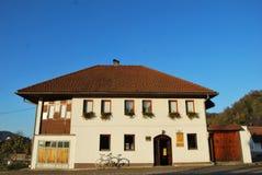 Traditionellt bosniskt hus arkivfoton