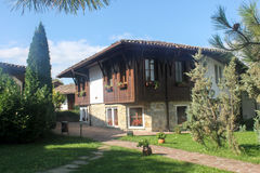 Traditionellt bulgarian hus i Arbanasi, Veliko Tarnovo Fotografering för Bildbyråer