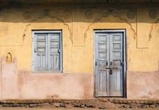 Traditionellt dörr och fönster på Chand Baori Stepwell i Jaipur Arkivbilder