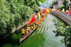 Traditionellt drakefartyg i Guangzhou Arkivbilder