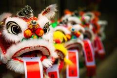Traditionellt färgrikt kinesiskt lejon Arkivbild