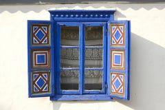 traditionellt fönster för hus arkivfoto