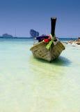 Traditionellt fartyg för lång svans på sydligt av Thailand Arkivbilder