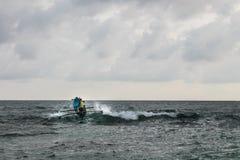 Traditionellt Fisher fartyg på det Hindia havet Arkivfoto