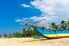 Traditionellt fiskarefartyg i Sri Royaltyfria Foton