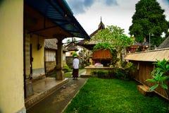 Traditionellt gammalt familjhus i Ubud Bali Indonesien arkivfoto