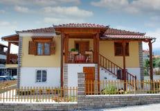 Traditionellt gammalt grekiskt hus arkivbild
