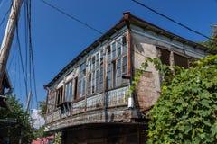 Traditionellt gammalt panera och övergivna byggnader Tbilisi, Georgia arkivfoton
